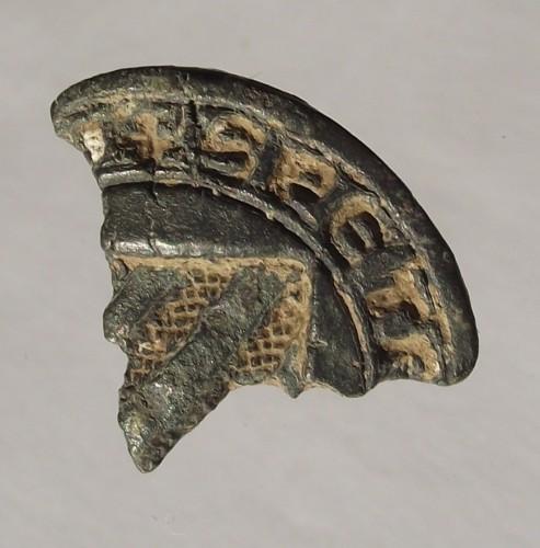 Bruchstück eines Siegelstempels mit Resten der gotischen Majuskeln und dem Wappen, Mittelalter