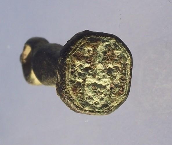 neuzeitliches Petschaft 17./18.Jh., kleines Wappen und Initialen D F, gespiegelt