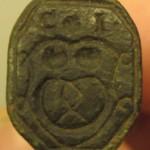 Bäcker-Petschaft, etwa 16.Jh. mit Initialen und Zunftzeichen im Wappen (gespiegelt)
