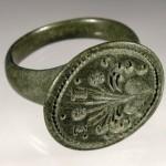 neuzeitlicher Siegelring, Initialen, Blumen sprießen aus dem Herzen, etwa um 1800