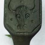 gut erhaltener neuzeitlicher Siegelring eines Metzgers, gespiegelt