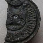 zerbrochenes Petschaft eines Klerikers, etwa 15.Jh., gespiegelt