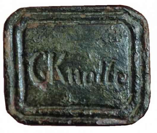 """neuzeitliches hülsenförmiges Siegel ohne Handhabe """"C Knolle"""" gespiegelt"""