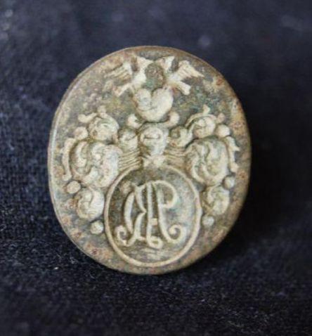 neuzeitliches Petschaft mit Initialen im Wappen (AK?), Handhabe abgebrochen, wohl um 1800
