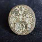 neuzeitliches Petschaft mit Initialen im Wappen (AK?), Handhabe abgebrochen, wohl um 1800, gespiegelt