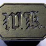 Petschaft 19.Jh. , Initialen in Frakturschrift, gespiegelt