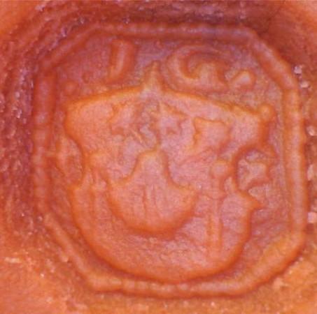 früh-neuzeitliches Petschaft mit Initialen und Wappen (mit Jacobs-Muschel), etwa 16.Jh
