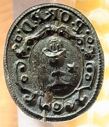 Siegelstempel aus der Zeit um 1800, im Rundwappen ein Pokal / Kelch und ein Stern darüber Initialen oder Kürzel