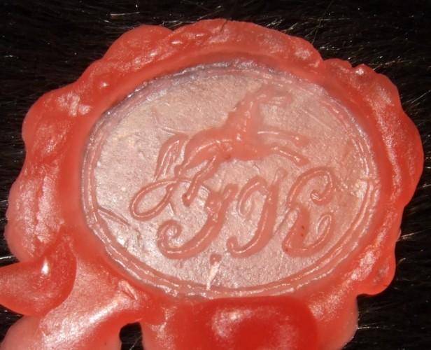 neuzeitliches Petschaft, wohl 19.Jh., Pferd und Initialen, Abdruck in Wachs