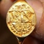 Siegelring aus Gold mit Initialen und Wappen, ca. 17.Jh.