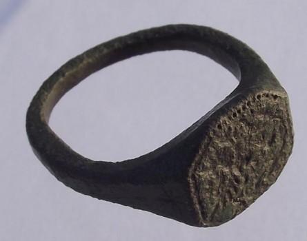 früh-neuzeitlicher Siegel-Ring mit Vogel im Wappen, ca. 16./17.Jh.