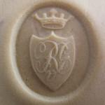 neuzeitliches Petschaft mit gekröntem Wappen und verschnörkelten Initialen, vermutlich Adel, Abdruck