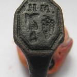 Siegelring wohl etwa um 1800, Weinrebe, Rebmesser und Initialen deuten auf einen Winzer
