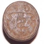 Petschaft ohne Handhabe, hausmarken-ähnliches Symbol im tartschenförmigen Wappen des 16.Jh., darüber Initialen G u. F