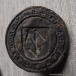 Siegel des Melchert Harmans aus bleiähnlichem Material mit Hausmarke im Wappen, etwa 16./17.Jh.