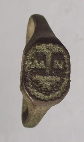 neuzeitlicher Siegelring (gespiegelt)