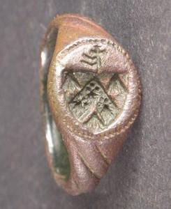 mittelalterlicher Siegelring mir Wappen und Hausmarke