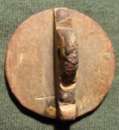 mittelalterliches Petschaft mit deutlichen Hack- bzw. Hiebspuren auf der Siegelfläche