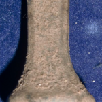 neuzeitliches Petschaft, 8-eckige Siegelfläche mit 3 Blumen aus Herz im Wappen, Initialen, 16./17.Jh.