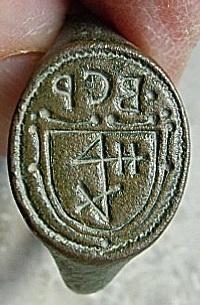 Siegelring mit Initialen und Hausmarke im Wappen etwa 16./17.Jh.