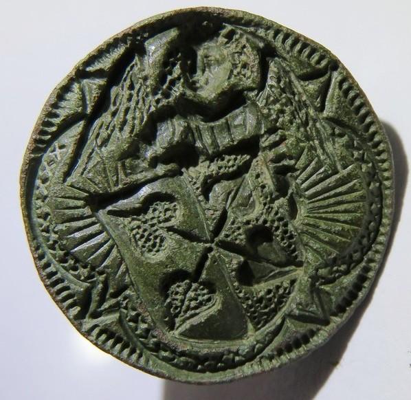 spätmittelalterliches Petschaft zeigt einen Engel, der ein Wappen hält, wohl 15.Jh., gespiegelt