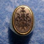 neuzeitlicher Siegelring aus 585er Gelb-Gold mit Gemme und Adelswappen