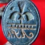euzeitliches Petschaft, Motiv: Symbole eines Schornsteinfegers und dessen Initialen