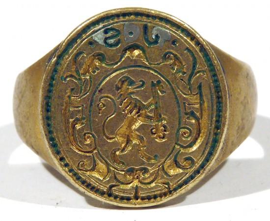 Siegelring mit steigendem, Schlüssel tragendem Löwen im Wappen, um 1700