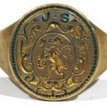 Siegelring mit steigendem, Schlüssel tragendem Löwen im Wappen, um 1700, gespiegelt