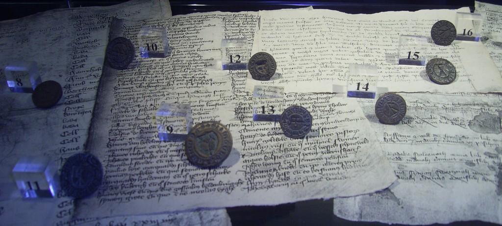 Stralsund Kulturhistorisches Museum: kleine Sammlung von 16 mittelalterlichen Siegelstempeln mit Hausmarke